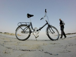 bianchi-folding-on-the-beach-1